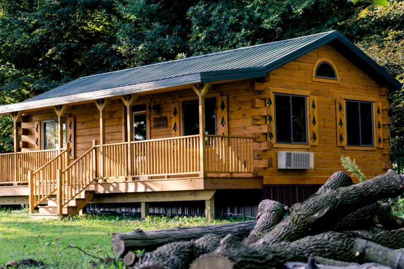 Oak Cabin Side View Porch